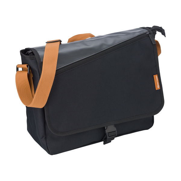 Reporter bag in a polyester 600D/PVC material.