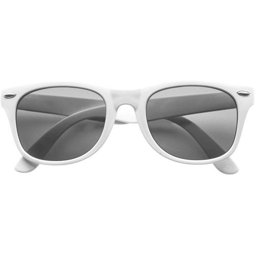 Classic fashion sunglasses in white