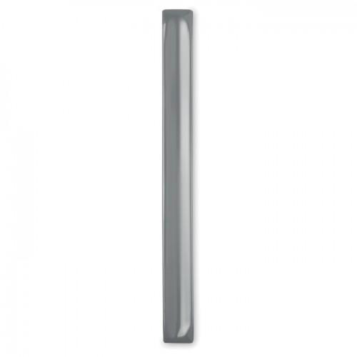 Reflective wrist strap in silver
