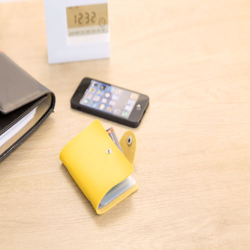 Card Holder Midel in yellow